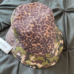 URBAN OUTFITTERS BUCKET HAT. NEW.